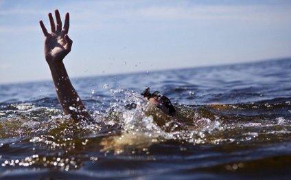 Два человека утонули в